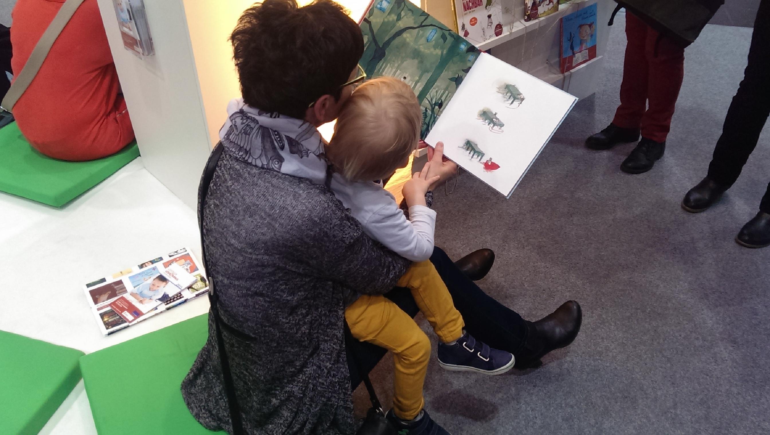 Kleine und große Bücherfans auf der Leipziger Buchmesse